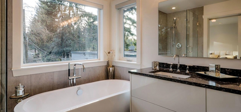 bathroom-renovation-WestNorthVan-CanyonBlvd-slider-1900x1020