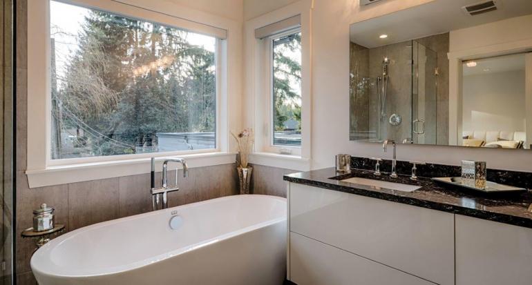 bathroom-renovation-WestNorthVan-CanyonBlvd-slider-1900x1020