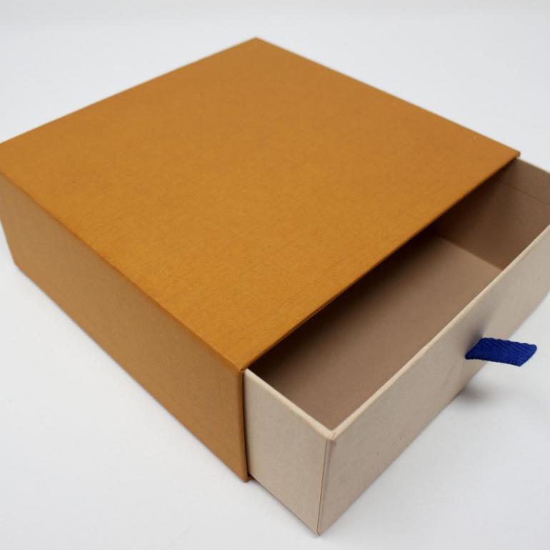 customised shipping box