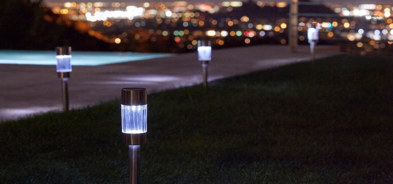 These are commercial solar street lights that have a rechargeable battery, which is charged during the day by sunlight, and works the whole night.